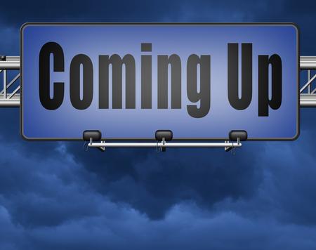 Komende of binnenkort verwacht in de nabije toekomst, verkeersbord billboard evenement of optreden aankondiging. Stockfoto