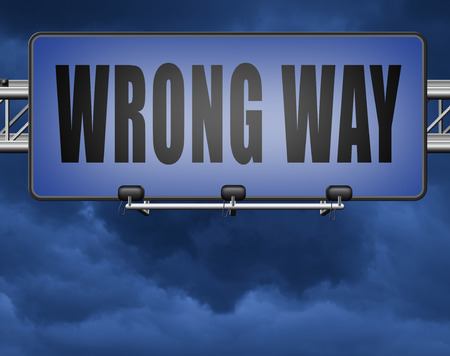 wrong way big mistake turn back road sign billboard Standard-Bild - 89902821