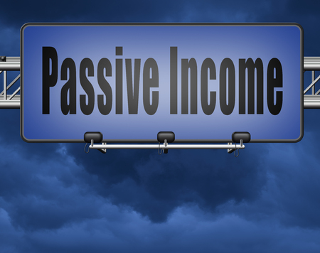 Passive income earn money online earn more work less residual recurring income, road sign billboard. Standard-Bild - 89902876