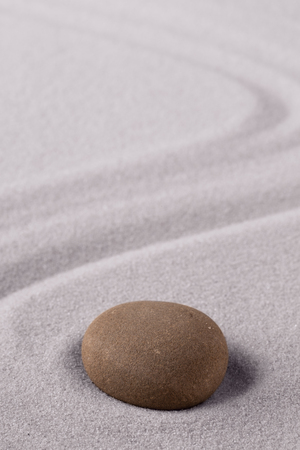 Zen meditation stone to focus and concentrate for a quit peace of mind. Spiritual raked sand background texture. Concept for harmony purity and spirituality. Standard-Bild - 119667893
