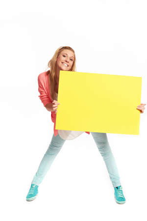 reklame: Young woman with funky yellow sign