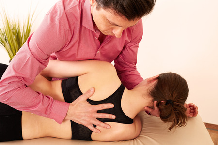 Orthopedic surgeon with a patient in treatment.