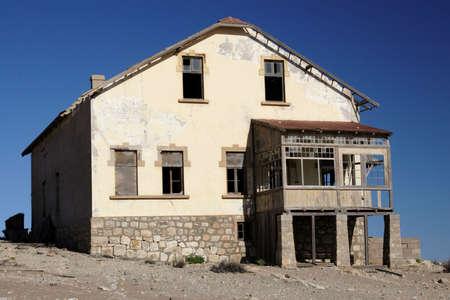kolmanskop: Abandoned house in the ghost town Kolmanskop in Namibia