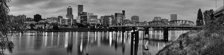 Weergave van Portland, Oregon met uitzicht op de rivier willamette.