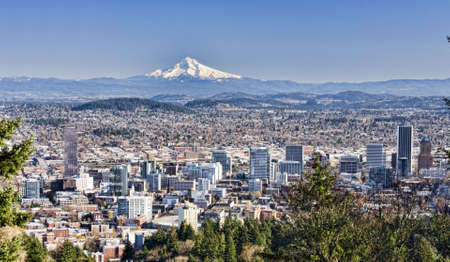 mt hood: View of Portland, Oregon from Pittock Mansion.