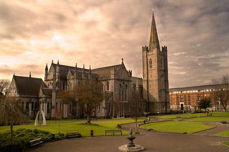 Saint Patrick's Cathedral in Dublin, Ierland op een bewolkte dag. Stockfoto