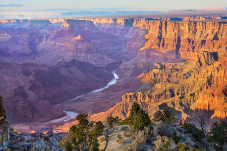 황혼 동안 표시 콜로라도 강이 사막 관점에서 그랜드 캐년의 아름 다운 풍경