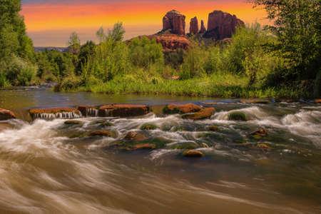 カテドラル ロック セドナ、アリゾナ州での素敵な夕日のイメージ 写真素材