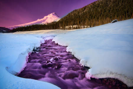 white salmon river: Majestic View of Mount Hood in Oregon, USA