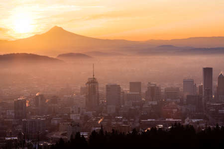 portland oregon: Sunrise View of Portland, Oregon from Pittock Mansion. Stock Photo