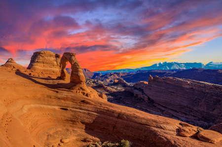 arcos de piedra: Hermoso Atardecer Imagen tomada en el Parque Nacional Arches en Utah