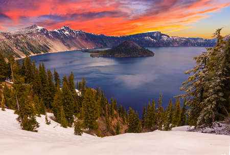 Crater Lake image takne at Sunset 스톡 콘텐츠