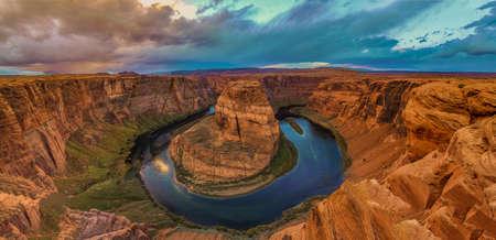 to bend: Amazing Sunset Vista of Horseshoe Bend in Page, Arizona Stock Photo