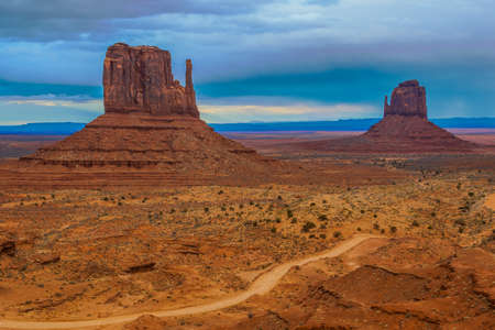 Amazing Daytime Image of Monument Valley during a Stormy Day. Imagens