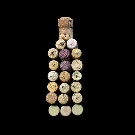 wino: wine corks, laid out in the form of a bottle of wine