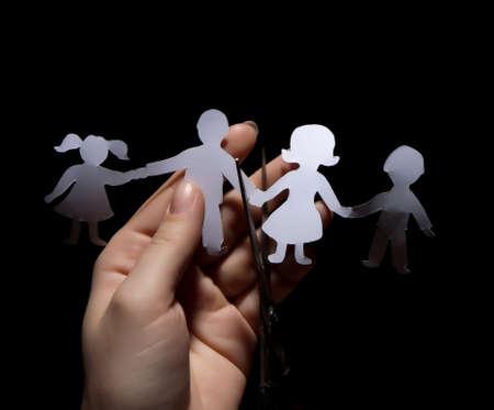 Papír lánc család, válás fekete háttér Stock fotó
