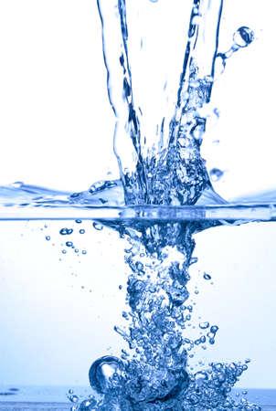 jet stream: Foto de agua spalsh sobre fondo blanco