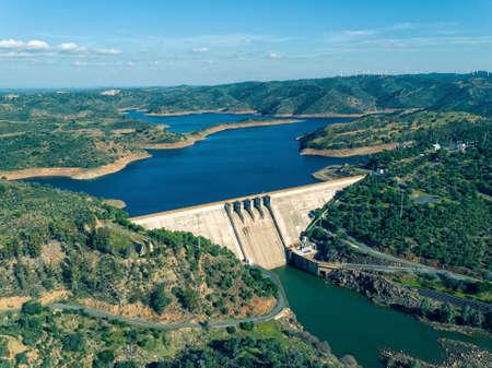 Luchtfoto van Pomarao Dam, Portugal Stockfoto