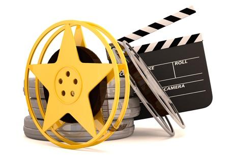 movie pelicula: Carretes de pel�cula de cine y el cine badajo. 3D render