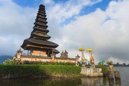 pura: Bali, Indonesia. Temple Pura Ulun Danu Bratan
