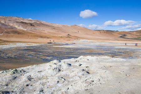 뜨거운 진흙 냄비와 지열 지역 Hverir, 아이슬란드에서에서 큰 풍경. 스톡 콘텐츠