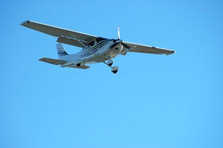 Light plane landing, Palo Alto Airport, California Stock Photo - 253494