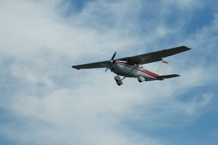 Light plane landing, Palo Alto Airport, California Imagens