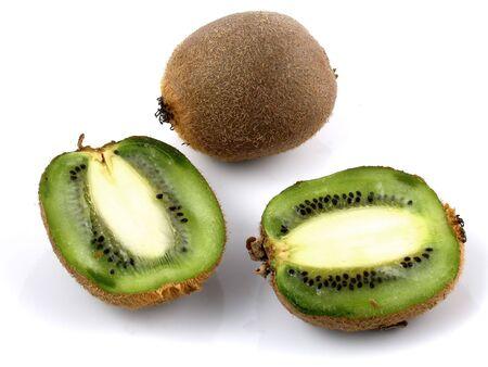 kiwi fruta: Seccionada en su conjunto y los kiwis  Foto de archivo
