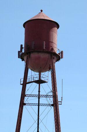 Werknemer klimmen watertoren, Morgan Hill, California Stockfoto