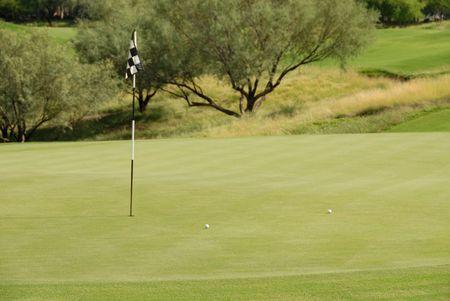 緑、スコッツデール、アリゾナ州でのゴルフ ・ ボール 写真素材