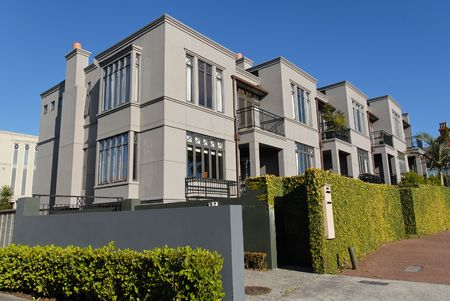A row of modern townhouses, Parnell, Auckland, New Zealand 免版税图像