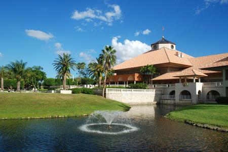 컨트리 클럽, 마이애미, 플로리다에서 건물 스페인어 스타일 리조트 스톡 콘텐츠