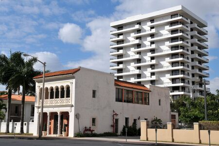 contrasts: A study in contrasts: old and new buildings in Coral Gables, Florida Stock Photo