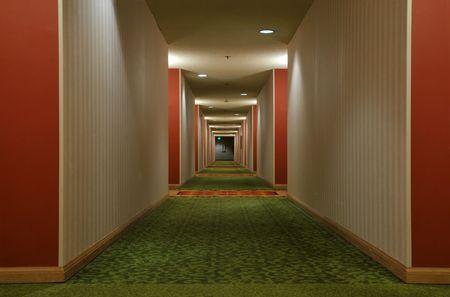 naar beneden kijken: Kijk naar beneden een corridor hotel Stockfoto