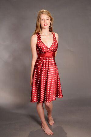 lunares rojos: Casta�o-rojizo belleza pelo en rojos de los topos Foto de archivo