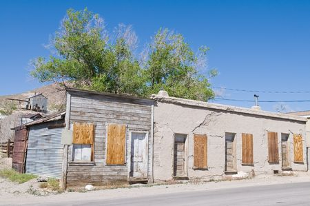 Rental units in an abandoned motel, Tonopah, Nevada 版權商用圖片 - 4891474