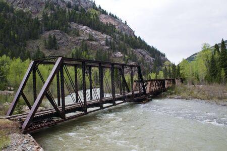 disused: Puente de ferrocarril en desuso sobre el r�o Animas entre Durango y Silverton, Colorado