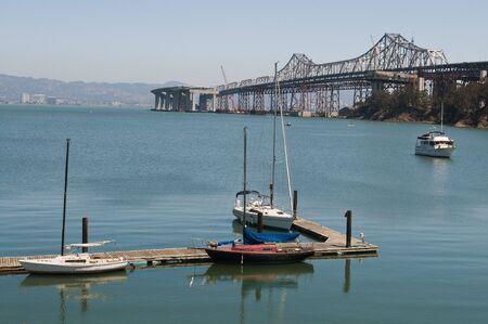 schateiland: Oakland - San Francisco Bay Bridge van Treasure Island Marina, Californië