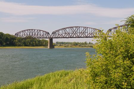 Railroad bridge over the Missouri River, Bismarck, North Dakota Stock Photo - 5558178