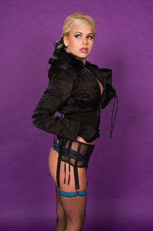 garters: Bella bionda in un cappotto invernale e lingerie