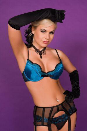 ligueros: Hermosa rubia en lencer�a negra y azul