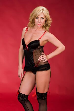reggicalze: Bella bionda in lingerie nero e rosso