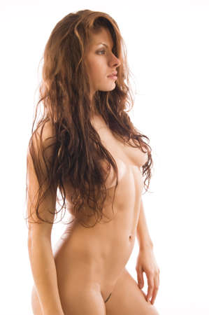 femme se deshabille: Belle brunette athletic nu isol� sur fond blanc