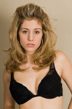 Beautiful blonde dressed in a black bra Imagens