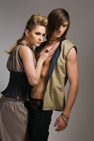 loose hair: Bella coppia alto in elegante giubbotti e pantaloni Archivio Fotografico