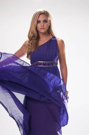 deesse grecque: Belle grande blonde dans le costume d'une d�esse grecque