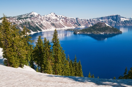 Snow in summer on Crater Lake, Oregon Фото со стока - 9877372