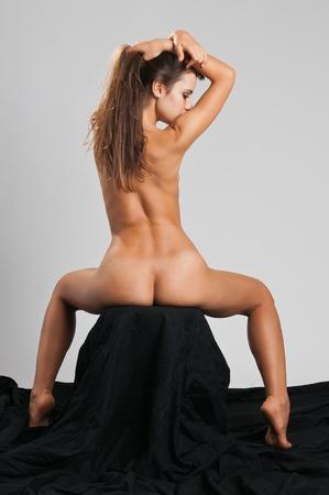 Pretty slender Romanian brunette posing nude Stock Photo - 10614381