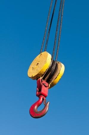 hijsen: Een katrol en haak takel mechanisme opknoping aan een kraan