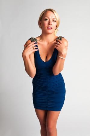Mooie jonge blonde in een blauwe jurk Stockfoto - 11232345